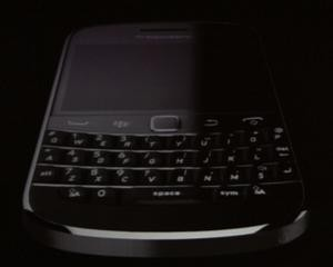 BlackBerry Bold 9930_4
